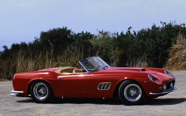 Ferrari California Spider aparece em várias cenas do filme estrelado por Mathew Broderick e Alan Ruck
