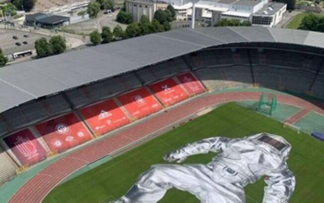 PROJECT CLOSER, de Wim Tellier, revela uma instalação de arte impressionante no estádio de futebol dos Red Devils belgas