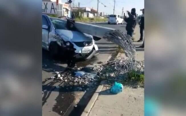 Motorista embriagado é detido em Campinas após bater carro em poste