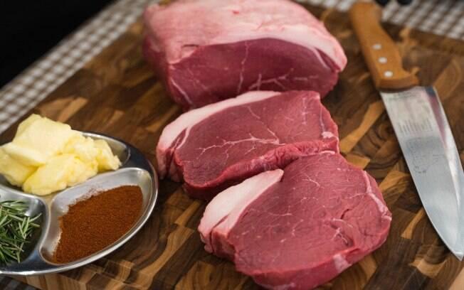Uma das peças mais versáteis para utilizar no churrasco, a alcatra é uma ótima escolha para quem quer uma carne saborosa na brasa