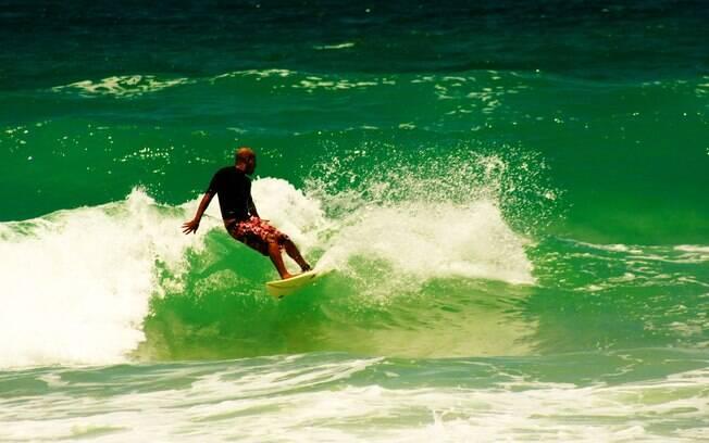 Trindade tem boas praias para a prática de surfe e até sedia alguns campeonatos