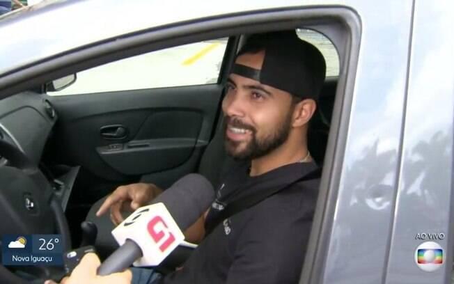 Motorista entrevistado pela Globo diz que recebeu informação de posto com combustível pela Band News, concorrente da emissora