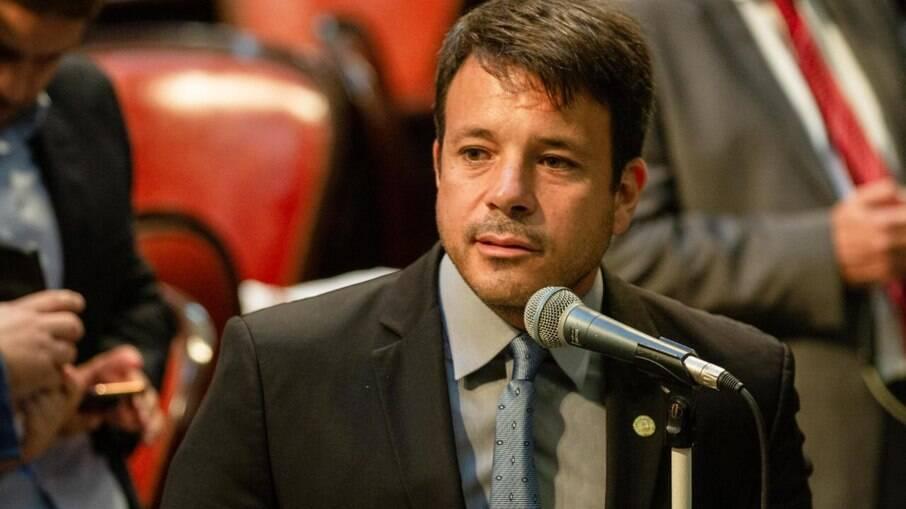 Vereador Carlo Caiado é um dos autores de lei sobre conselho comunitário por região do Rio
