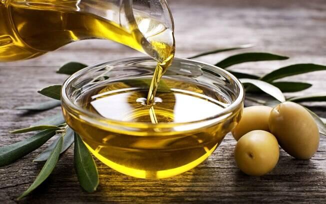 Com moderação, o azeite de oliva é muito bem-vindo na dieta