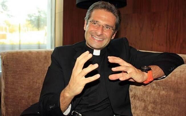 """""""Igreja é homofóbica"""", diz padre gay afastado"""