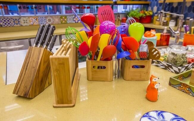 Inclusive os utensílios são cheios de cores