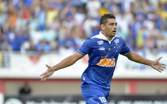 Diego Souza parece ter reencontrado o seu  grande futebol e é destaque do Cruzeiro