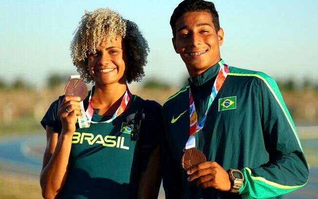 Dupla do Atletismo levou duas medalhas de ouro nos 200m masculino e feminino do Jogos Olímpicos da Juventude
