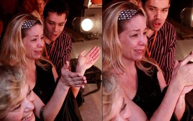 Danielle Winits não conseguiu segurar as lágrimas