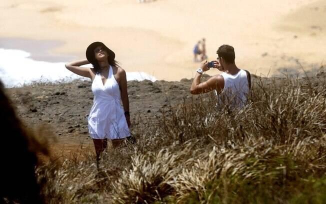 Débora Nascimento e José Loreto aproveitam férias em Fernando de Noronha