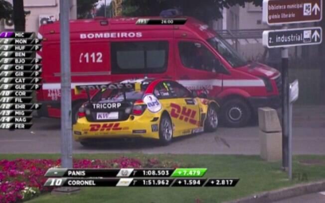 Imagem do acidente com Tom Coronel no Campeonato Mundial de Carros de Turismo