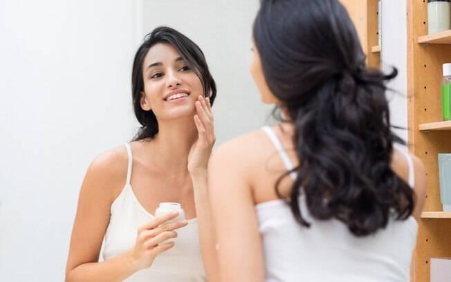 Apesar das contraindicações, existem cosméticos para os cuidados com a pele e tratamentos de beleza no verão