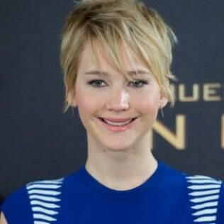 O rosto oval, como de Jennifer Lawrence, é versátil. Até por isso ela usa muitos penteados diferentes