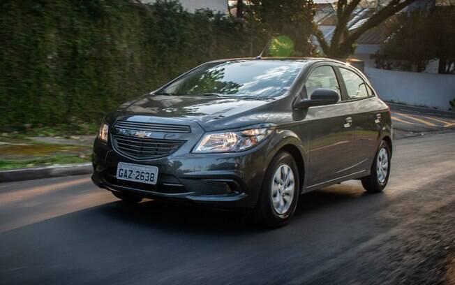 Chevrolet Onix Joy é o único modelo com motor de quatro cilindros na lista dos compactos econômicos