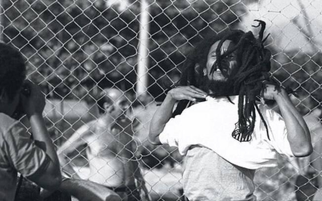 Bob Marley chegou a jogar futebol com a camisa do Santos