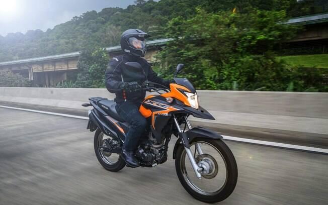 Honda XRE 190 passa a ter nova combinação de cores na linha 2019 com novos tons de laranja e preto
