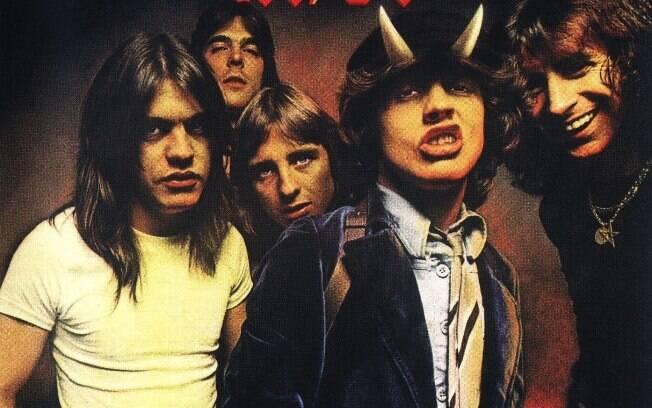 AC/DC é  umas das bandas que automaticamente associa-se a ideia de rock raiz. banda australiana de rock formada em Sydney,em 1973