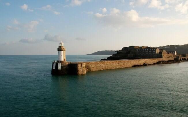As ilhas remotas de Jersey e Guernsey ficam no Canal da Mancha, e estão repletas de cultura e história para descobrir