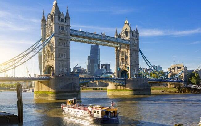 A Ponte da Torre é uma das pontes famosas levadiças e é considerada uma maravilha arquitetônica de Londres