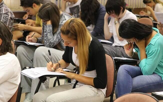 Estudantes devem verificar nas unidades de educação superior os horários e o local para a comprovação de informações