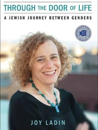 A professora Joy Ladin escreveu um livro sobre sua vida como transexual