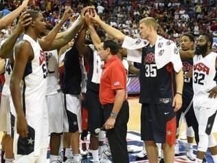 Jogadores norte-americanos se unem após lesão de Paul George em amistoso preparatório para o Mundial