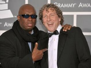(FILES) - A file picture taken on  February 8, 2009, Vince Wilburn Jr. and saxophonist Bob Belden (R) arrive at the 51st Annual Grammy Awards held at the Staples Center on February 8, 2009 in Los Angeles, California. Bob Belden, a global-minded saxophonist and arranger who brought a jazz lens to music ranging from chart-topping pop to classical Indian, has on May 22, 2015.   AFP PHOTO/ Frazer Harrison/ Getty Images