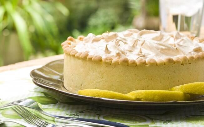 Foto da receita Torta de limão com merengue pronta.