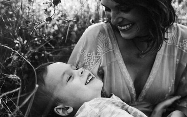 Sarah Driscoll, uma das fundadoras da iniciativa Spectrum Inspired, junto com seu filho Luke, diagnosticado no espectro