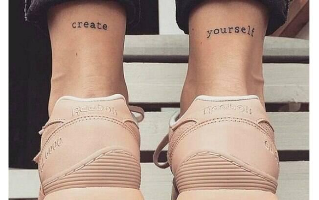 Tattoos escritas também podem entrar no nicho das tatuagens delicadas