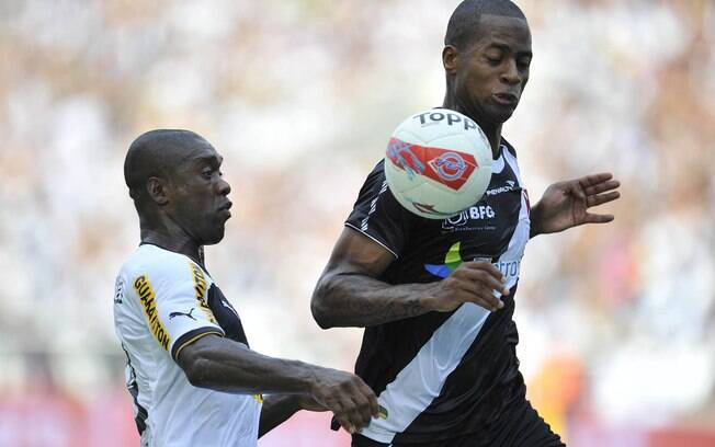 Seedorf, do Botafogo, e Dedé, do Vasco, na  final da Taça Guanabara