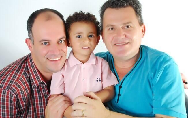 Rafael Gerhardt e Lucimar Quadros da Silva tiveram que esperar mais de dois anos para obeter a licença maternidade do filho João Vitor