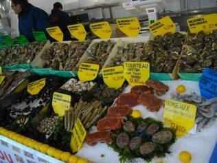 Produtos de primeira são encontrados em mercados comono de Paul Bocuse, em Lyon