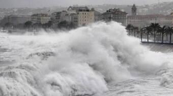 Nove pessoas morrem afogadas após ressaca nas marés