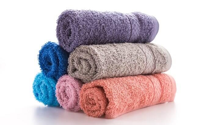 Tem alguma toalha de banho que está guardada há muito tempo e deseja usá-la novamente? Veja passo a passo