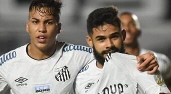 Santos vence Boca Juniors na estreia de Fernando Diniz
