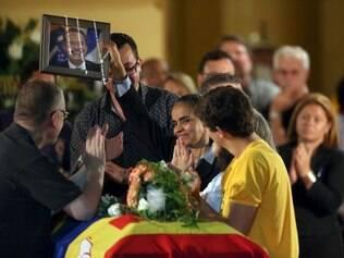 PE - EDUARDO CAMPOS/VELÓRIO - POLÍTICA - Os filhos de Eduardo Campos, ex-governador de Pernambuco, e a candidata à vice- presidência da República, Marina Silva, no velório do candidato presidencial realizado no Palácio do Campo das Princesas, sede do governo estadual, em Recife (PE), neste domingo (17). Campos morreu em um acidente aéreo que vitimou mais 6 pessoas na última quarta-feira, em Santos (SP). 17/08/2014 - Foto: ALEX SILVA/ESTADÃO CONTEÚDO