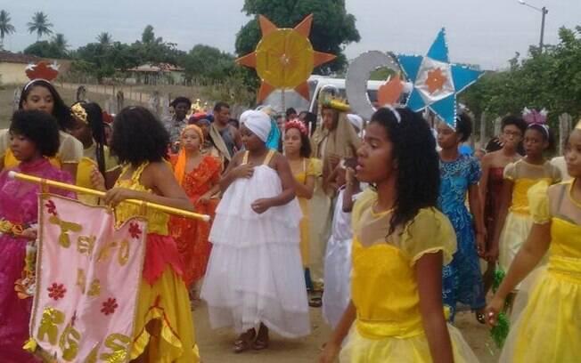 População unida: Conceição do Almeida fica ainda mais bonita e colorida celebrando o Terno de Reis