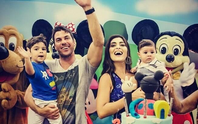 Juliana Paes comemora o aniversário de três anos do filho Pedro