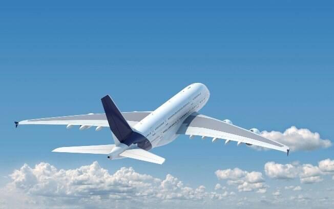 Conferir os comparadores de preço é uma boa dica para economizar na hora de comprar passagens de avião