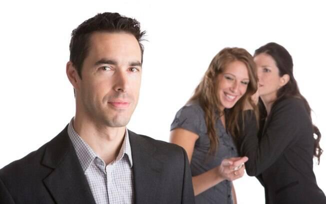 Indiscreto: não conte segredos para ele. Este tipo é especialista em revelar sem querer (querendo!) para seu chefe aquele comentário seu após a reunião. Foto: Thinkstock Photos
