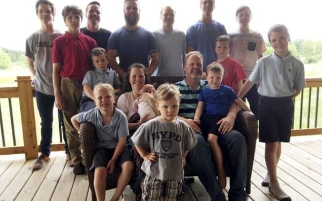 A família Schwandt em sua fazenda em Lakeview, Michigan