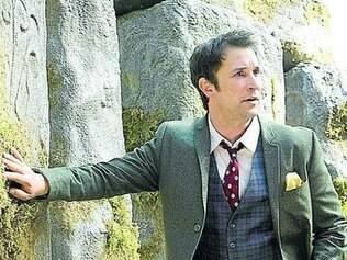 Além de protagonizar, Noah Wyle também assina a produção da série