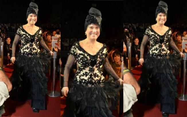 Regina Duarte com look à la Viúva Porcina