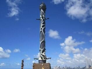Torre de Cristal, no Parque das Escultura: moderno atrativo concorre com o Recife antigo na preferência do visitante