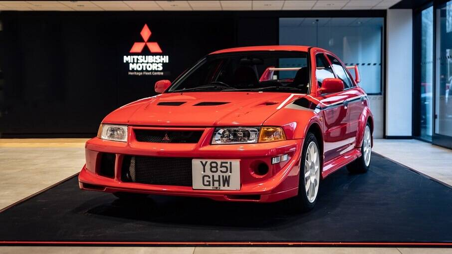 Mitsubishi Lancer Evolution VI Tommi Mäkinen traz motor turbo de 2.0 litros que desenvolve 280cv de potência