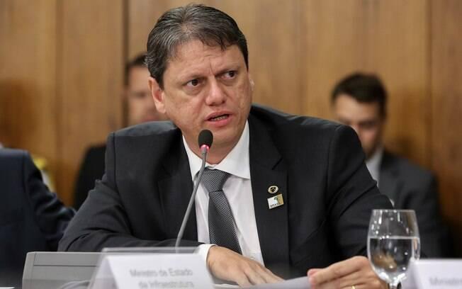 Ministro anuncia acordo para instalar mil radares em rodovias federais