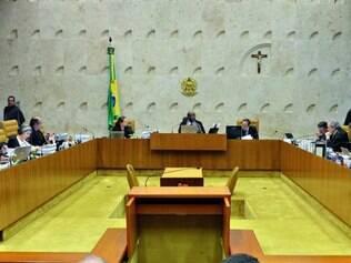 2013.  STF condenou parlamentares e julgou a legalidade da doação de empresas para campanhas