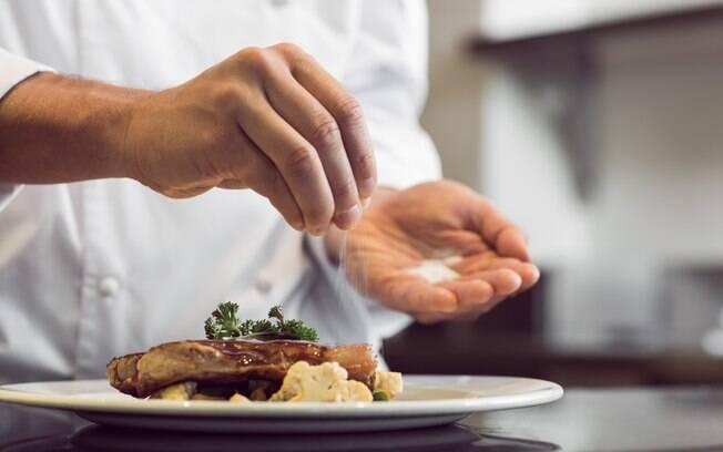 Cuidado com o sal na comida