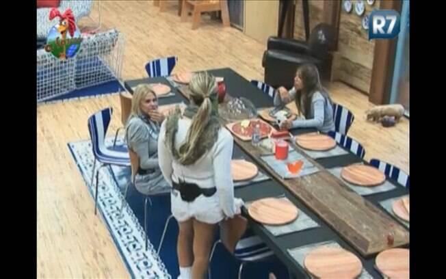 Monique Evans relata o susto para Joana e Raquel
